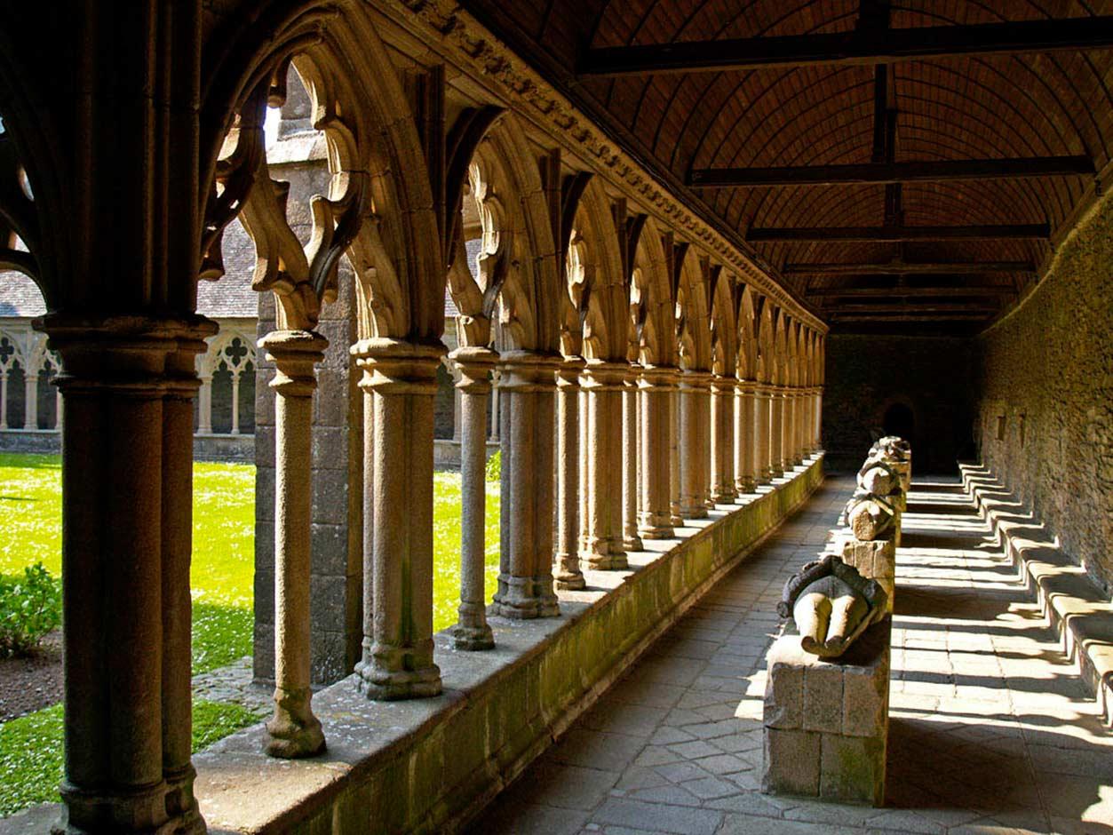Клуатр кафедрального собора Трегье